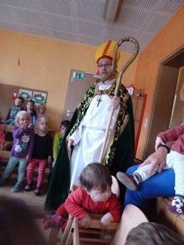 Pfarrer Gellrich hat sich für uns als Bischof Nikolaus gekleidet