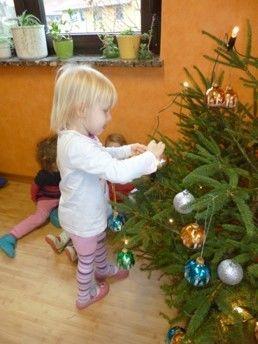 Wir schmücken unseren Weihnachtsbaum